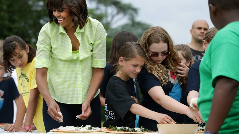 Michelle Obama making pizza with kids