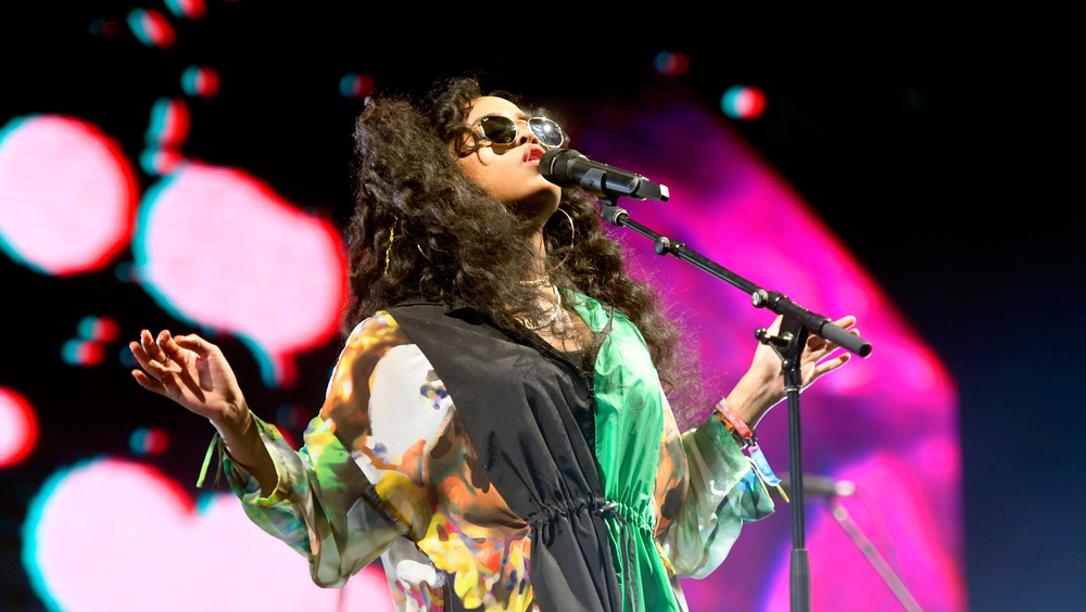 H.E.R. performing live wearing sunglasses