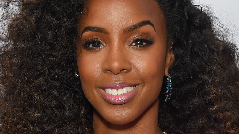 Kelly Rowland smiling