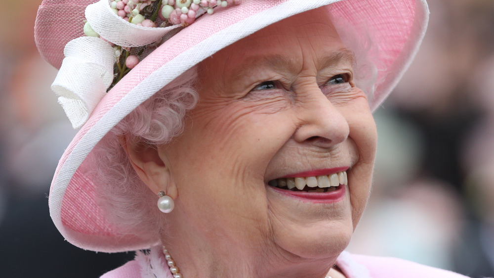 Queen Elizabeth with pearl earrings