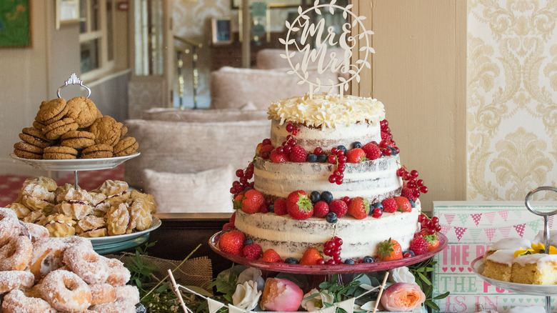 images of royal wedding cakes the most stunning royal wedding cakes 16352
