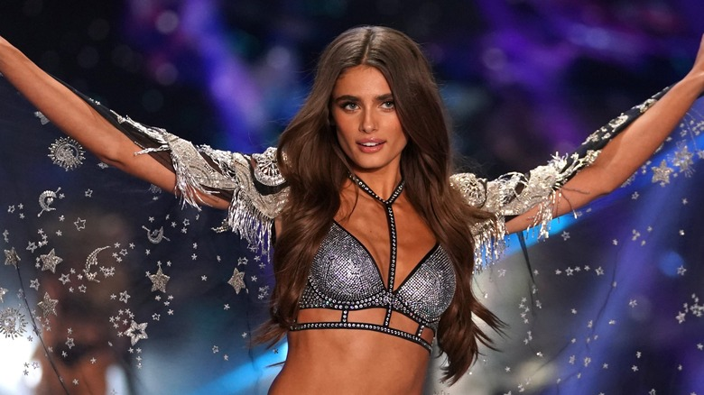 4a362018a5e6 The real reason Victoria's Secret is closing so many stores