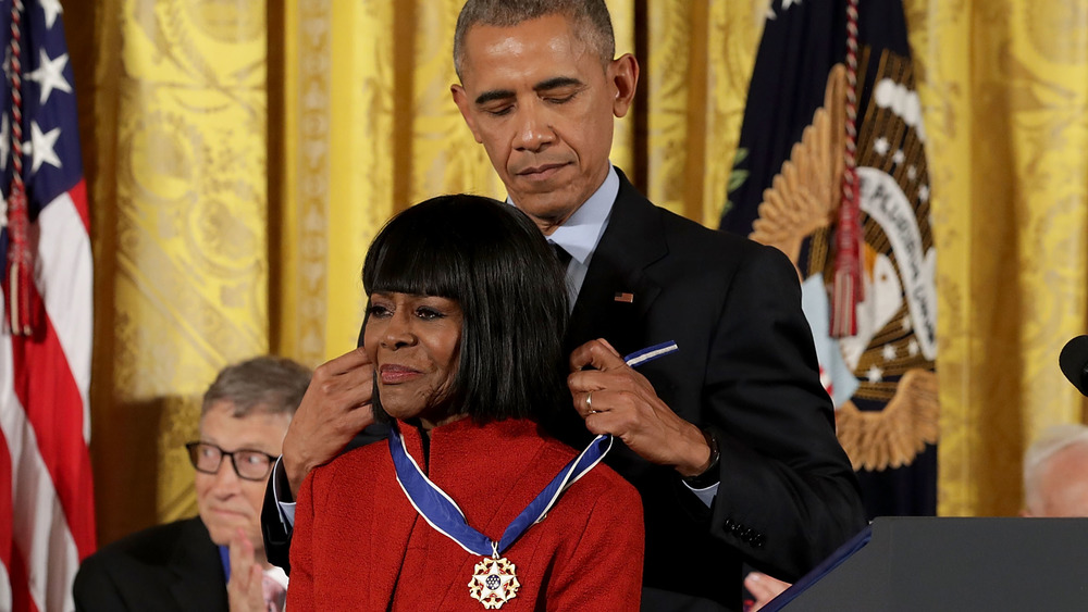 Barack Obama placing the Medal of Freedom on Cicely Tyson