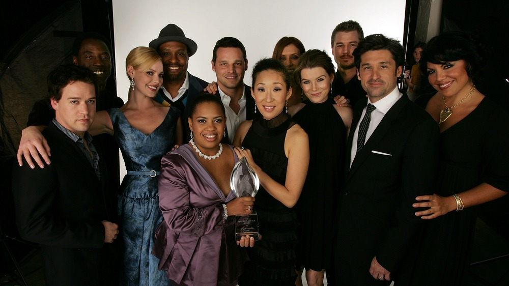 Cast of Grey's Anatomy pose together