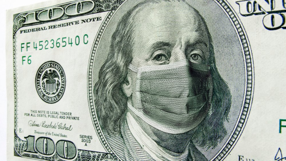 ben franklin on $100 bill with face mask