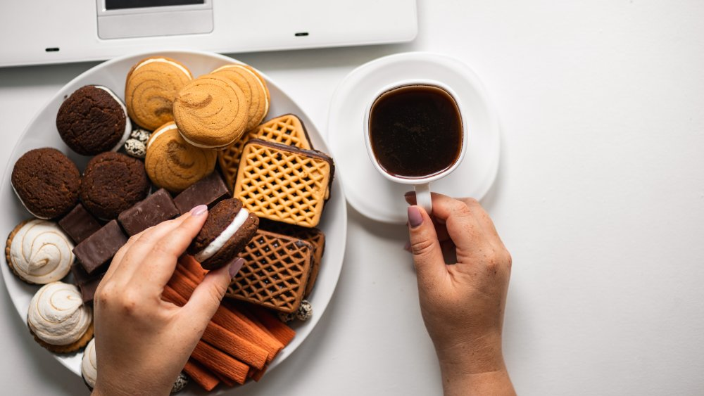 Try this if you can't stop stress eating before bed