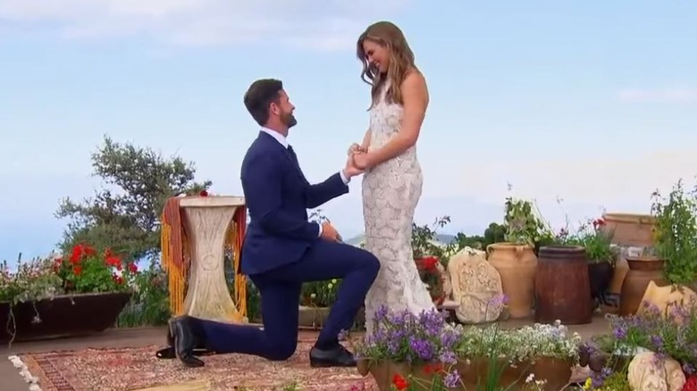 Jed Wyatt proposing to Bachelorette Hannah Brown