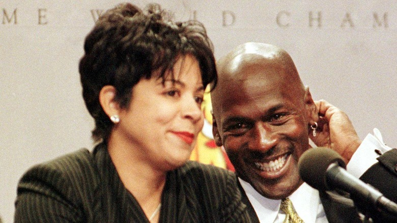 algodón Aumentar nadar  What You Need To Know About Michael Jordan's Ex-Wife