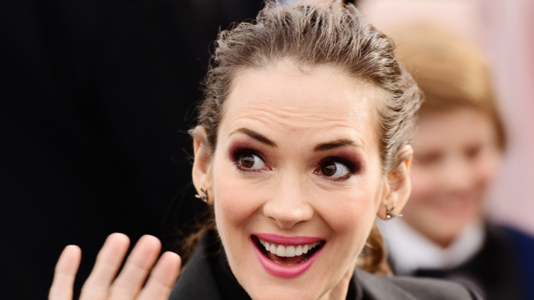 Winona ryder smiling and waving