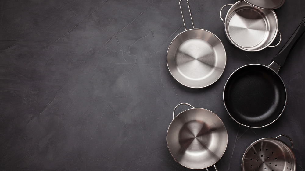Clean stainless steel pans